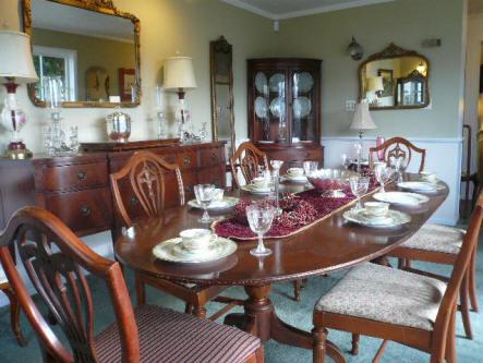 Hepplewhite Dining Room Set W/ Fleur De Lis Detail